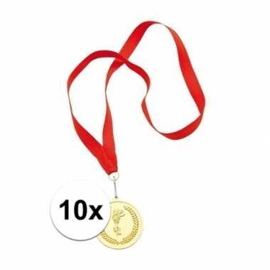 10x gouden medailles aan rood halslint