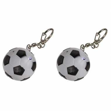 2x voetbal sleutelhangers met led-lichtje 3,5 cm
