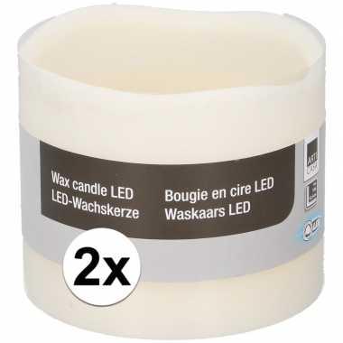 2x witte led kaarsen/stompkaarsen 12,5 cm