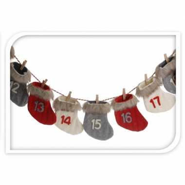 Advent kalender kerstsokjes rood/wit/grijs