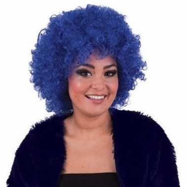 Afropruik met blauwe krullen