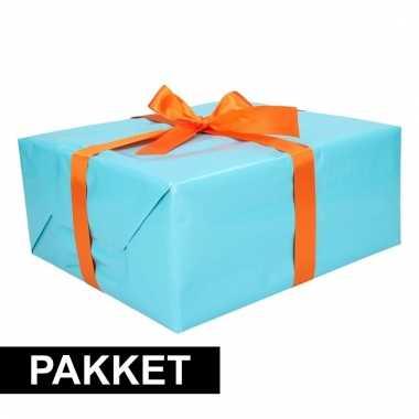 Aqua kadopapier/inpakpapier met oranje strikken