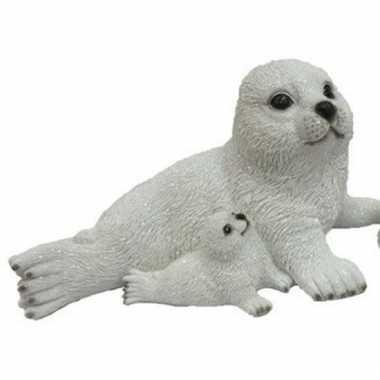 Decoratie beeld zeehond met baby naast moeder 27 cm
