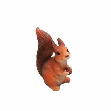 Eekhoorntje met dennenappel 7 5 cm