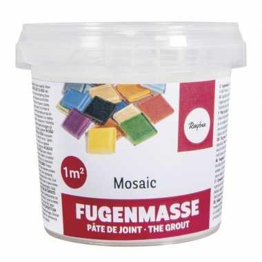Emmer met 500 gram voegmiddel voor mozaiek stenen