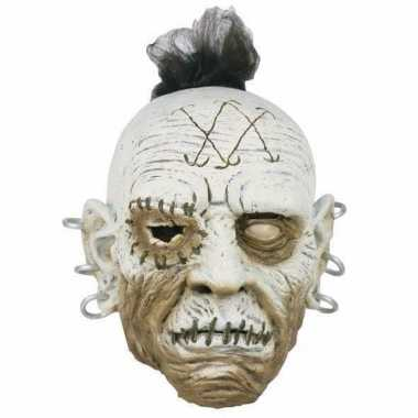 Enge wit gezicht met oorbel masker