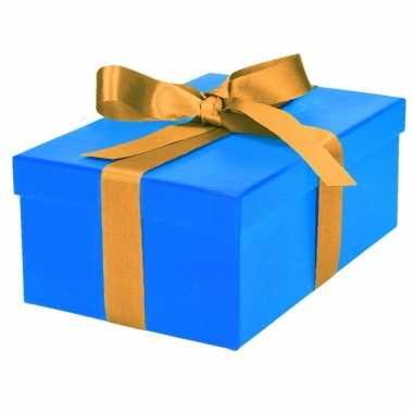 Etalage versiering blauwe cadeauverpakking doosje met goud strikje 21 cm