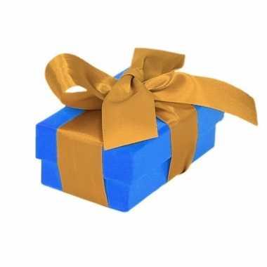 Etalage versiering blauwe cadeauverpakking doosje met goud strikje 8