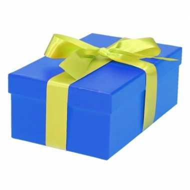Etalage versiering blauwe cadeauverpakking doosje met lichtgroen strikje 17 cm