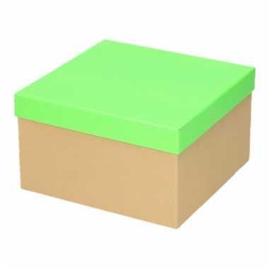 Etalage versiering karton/groene cadeauverpakking doosje 19 cm