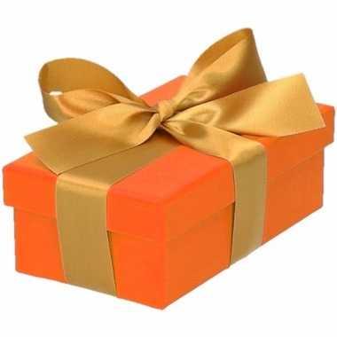 Etalage versiering oranje cadeauverpakking doosje met goud strikje 10