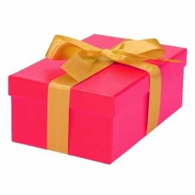 Etalage versiering roze cadeauverpakking doosje met goud strikje 17 cm
