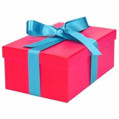 Etalage versiering roze cadeauverpakking doosje met lichtblauw strikje 19 cm