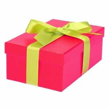 Etalage versiering roze cadeauverpakking doosje met lichtgroen strikje 17 cm