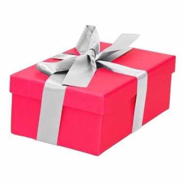 Etalage versiering roze cadeauverpakking doosje met zilver strikje 15 cm