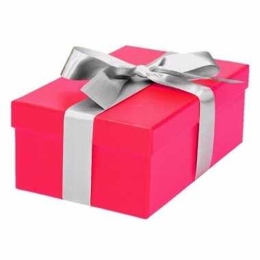 Etalage versiering roze cadeauverpakking doosje met zilver strikje 17 cm