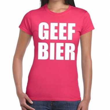 Geef bier tekst t-shirt roze dames