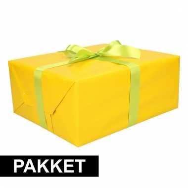 Geel kadopapier/inpakpapier met lichtgroene strikken