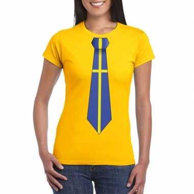 Geel t-shirt met zweden vlag stropdas dames