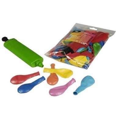 Gekleurde party ballonnen met pomp