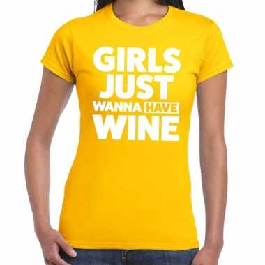 Girls just wanna have wine tekst t-shirt geel dames