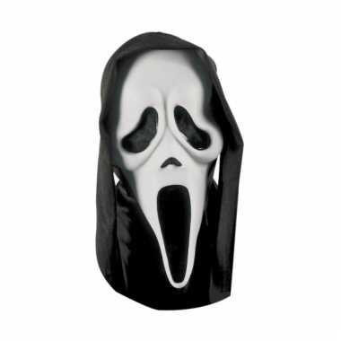 Halloween maskers scream