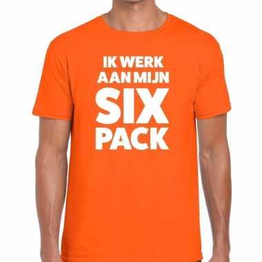 Ik werk aan mijn six pack tekst t-shirt oranje heren
