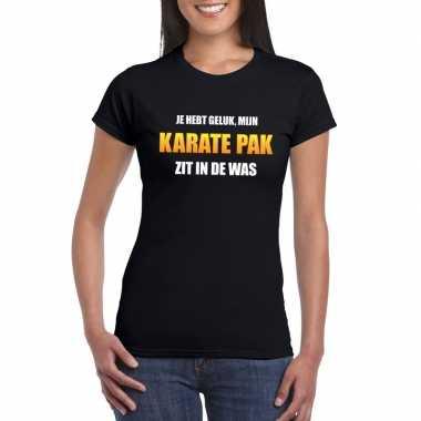 Karatepak zit in de was dames carnaval t-shirt zwart