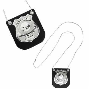 Ketting met zilveren politie badge