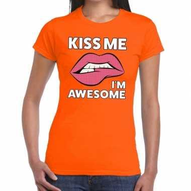 Kiss me i am awesome t-shirt oranje dames