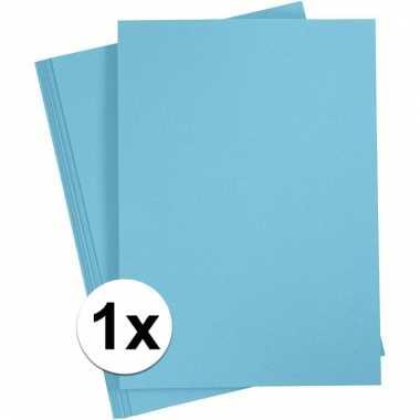 Lichtblauwe knutsel karton a4