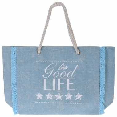 Lichtblauwe strandtas met gevlochten handvat