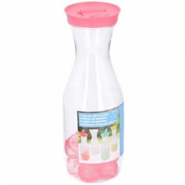 Limonadekan met ijsblokjes roze