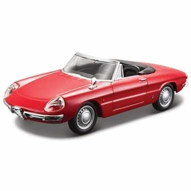 Model auto alfa romeo spider 1966 rood 1:32
