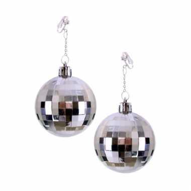 Oorbellen met zilveren discobal als hanger