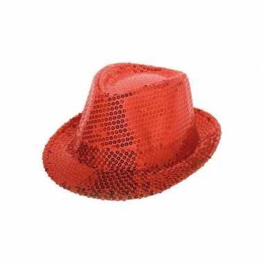 Rood hoedje met rode pailletten