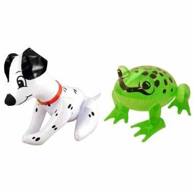 Set opblaasbare dalmatier hond en groene kikker