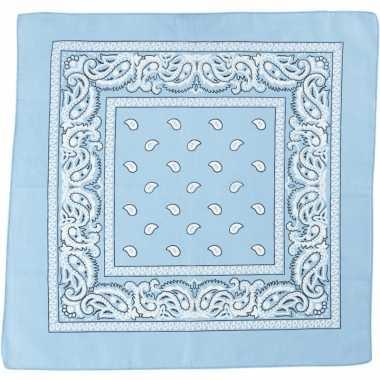 Sjaal lichtblauw met print