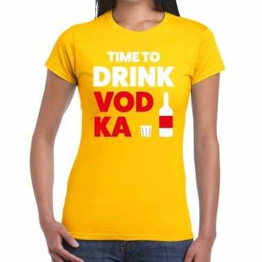 Time to drink vodka tekst t-shirt geel dames