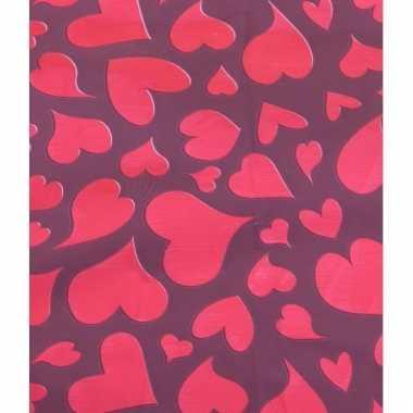 Valentijn cadeauverpakking papier met rode hartjesprint 70 x 200 cm