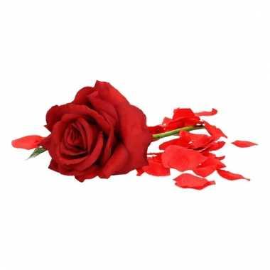 Valentijns kado nep rode roos 31 cm met rozenblaadjes