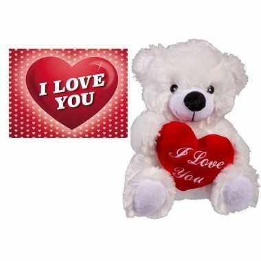 Valentijnsdag cadeau wit beertje met hartje en valentijnskaart