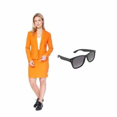 Verkleed dames mantelpak oranje maat 34 (xs) met gratis zonnebril