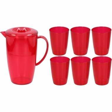 Water karaf schenkkan rood 2 liter met deksel en 6x bekers/glazen van