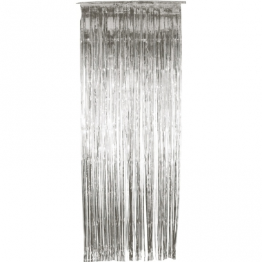 Zilveren versiering deur gordijn