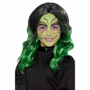 Zwart met groene kinderpruik met krullen