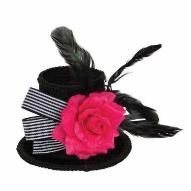 Zwart mini fluwelen hoedje met haarklem 10 cm en roos voor volwassene