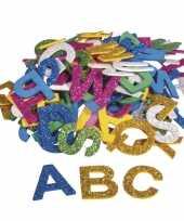 130x zelfklevende foam letters met glitters om te knutselen