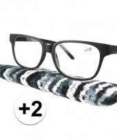 2 leesbrillen zwart met gestreept hoesje