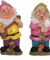 2x tuindecoratie beeldjes kabouters dwergen 30 cm muzikanten roze groen